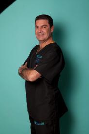 El Dr. Fernando Molina Galeana de Medilaser es uno médico experto y certificado.